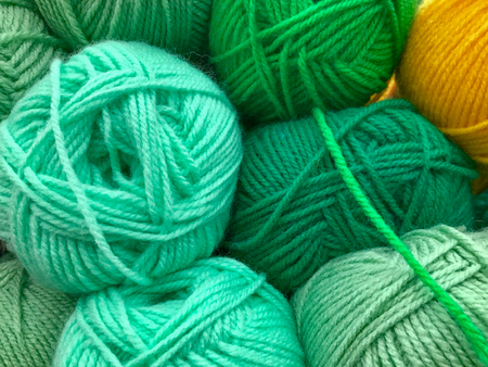 자수 및 뜨개질을위한 다채로운 스레드 및 원사