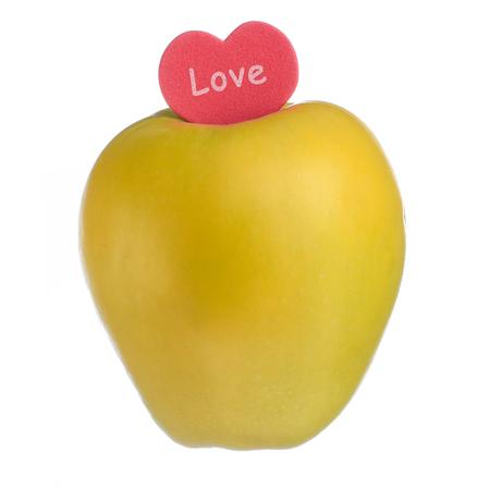 빨간 하트 색종이 단어 사랑으로 흰색 바탕에 사과