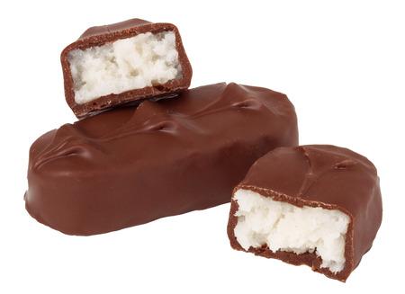 chocoladerepen op een witte achtergrond.