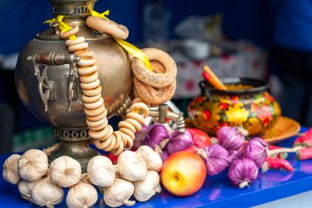 samovar: Gold samovar with bagels composition with garlic.