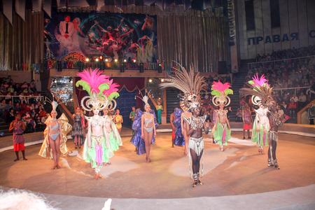 balancing act: LUGANSK ,UKRAINE - APRIL 9, 2016: Women in carnival costumes circus performance. Editorial