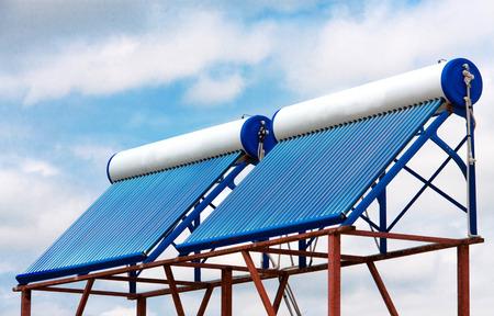 zonneboiler op het dak close-up.