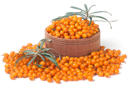 argousier: Sea-buckthorn berries in a wooden bowl with leaves isolated on white background Banque d'images