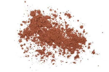Pila de cacao en polvo aislado sobre fondo blanco Foto de archivo - 73650076