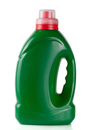 groene plastic fles geïsoleerd op een witte achtergrond voor vloeibaar wasmiddel of reinigingsmiddel of wasverzachter