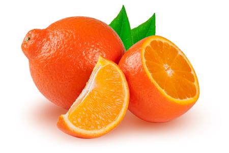 タンジェリン オレンジやミネオラ半分スライスと白い背景で隔離の葉。 写真素材
