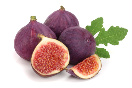fig.fruit met bladeren op witte achtergrond worden geïsoleerd die Stockfoto