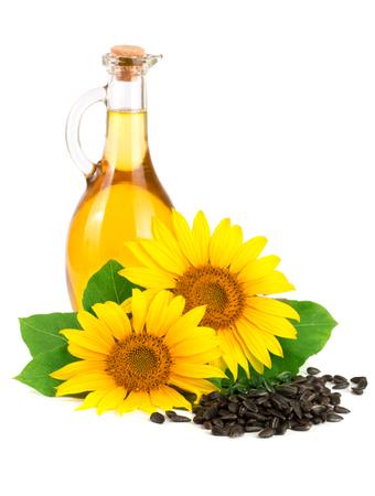 Olio di semi di girasole, semi e fiore isolato su sfondo bianco