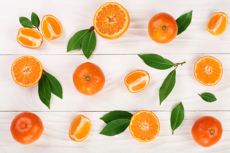 orange or tangerine with leaves on white wooden background. Flat lay, top view. Fruit composition Banco de Imagens