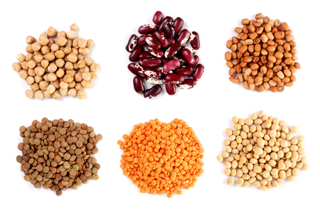 Collection set of Various dried kidney legumes haricot beans, soybeans, lentils, chickpeas close up isolated on white background. Stockfoto