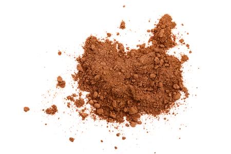 Haufen von Kakaopulver auf weißem Hintergrund. Ansicht von oben. Flach legen