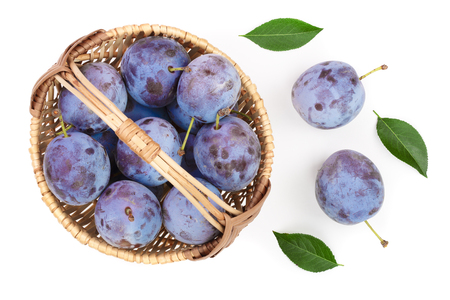 plums in wicker basket isolated on a white background. Top view. Flat lay pattern Imagens