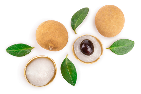 Fresh longan fruit with leaves isolated on white background. Top view. Flat lay Stockfoto
