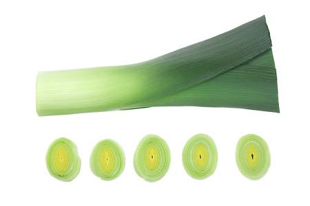 Gros plan de légumes poireau isolé sur fond blanc. Vue de dessus. Mise à plat Banque d'images