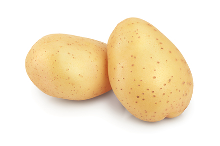 Jeune pomme de terre isolée sur fond blanc. Récolter nouveau