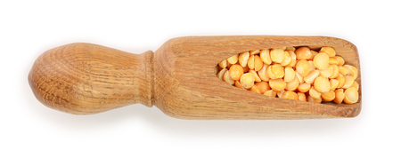 yellow split peas in a wooden scoop isolated on white background. Top view 写真素材