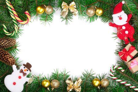 Marco de Navidad decorado aislado sobre fondo blanco con espacio de copia de su texto. Vista superior.