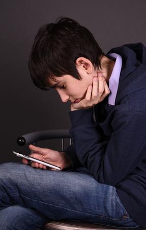 boy with a smartphone Zdjęcie Seryjne