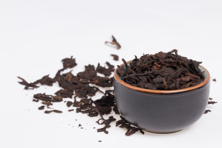 Chinese Pu-Erh tea in dark cup    Banque d'images