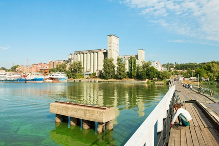 fisher animal: Rostov - on - Don, Russia - September 09, 2015: Local fishermen fishing on the bridge. Water area of the Don river, established in Rostov - on - Don near Green Island.