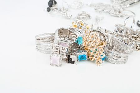 Beaucoup de bijoux pour femmes à la mode - Image de l'image macro. Banque d'images - 45628893