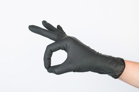 utiles de aseo personal: Mano en guante m�dico negro.