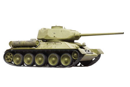 tanque de guerra: modelo de viejos tanques sovi�ticos aislados en fondo blanco