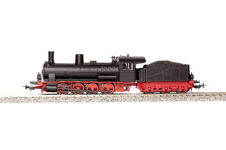 locomotora: vapor de modelo de locomotora aislada sobre fondo blanco