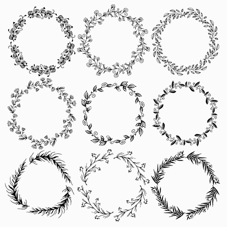 Set of summer flower wreaths isolated on white background. Floral elements. Used for greeting card or wedding invitation. 矢量图像