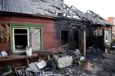 conflagration. Elements of the burned wood house Stockfoto