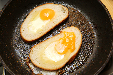nosh: egg dihes with bread cooked in a frying pan