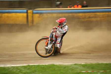 DAUGAVPILS, LATVIA -August 20, 2017: Speedway riders on the track. Race ofPolish NICE league. First semifinal Lokomotiv - Gdansk 46:44 Banco de Imagens - 84459676