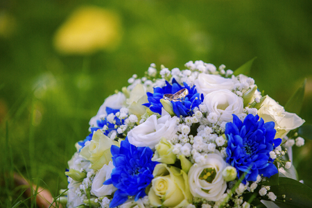 bouquet and wedding rings with blue and white flowers