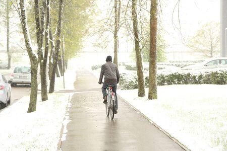 DAUGAVPILS, LATVIA - MAY 12, 2020: Snowy day in May in Daugavpils (Latvia) 版權商用圖片
