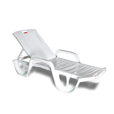 chaise lounge: Chaise lounge on a white background