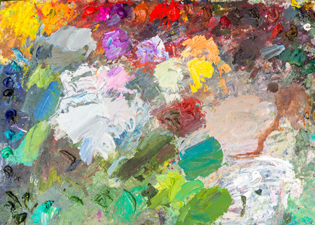 pallette: Arrière-plan de la palette de brillant artiste professionnel avec de la peinture à l'huile fraîche en plein air