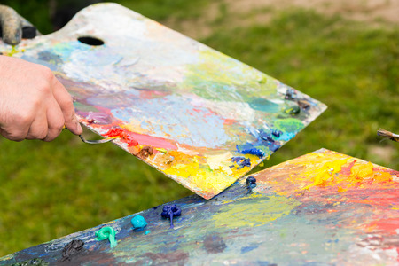 palette knife: Palette Knife Cleans Paint Residues From Another Palette