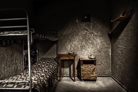 Imagen En Blanco Y Negro De La Oscura Celda De Prisión Vacía Con
