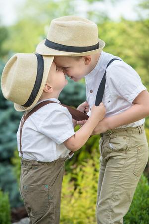 若い男の子と大きな対決