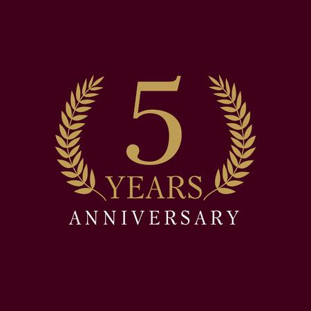 5 歳豪華な数字。おめでとう 5 ベクトル ゴールド色のテンプレート署名ヤシのフレームです。お祝いのご挨拶。伝統的な枝 5 テンプレートを祝って  イラスト・ベクター素材