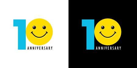 10歳の笑顔ロゴ。10周年を祝う、1番目の数字、感情を持つロゴタイプ。黒と白の背景に孤立したユーモラスな色の挨拶。 写真素材 - 90670642