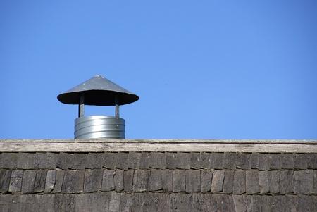 Der Strom der frischen Luft wirkt von einem Dach
