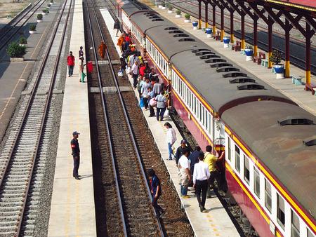arrive: A people waiting arrive train on platform Editorial