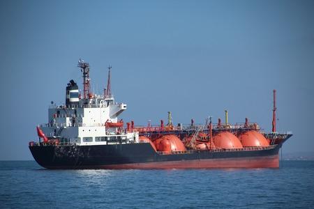 camión cisterna: cisterna de combustible