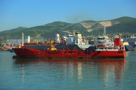 tanker comes to unloading photo