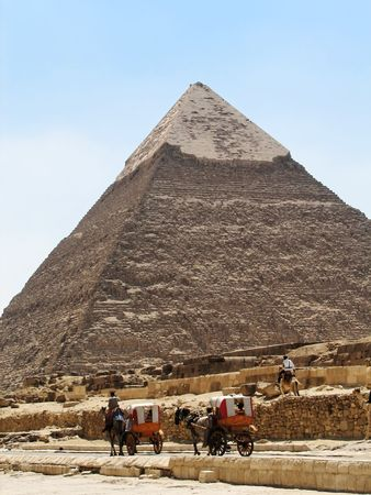 The great pyramid of Giza during the daylight photo
