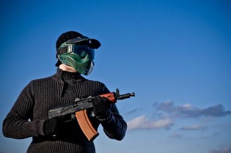 Giocatore di Aisoft con un fucile