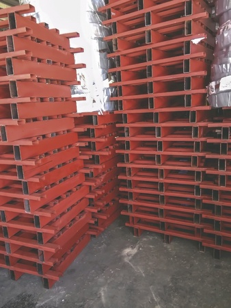 iron: Steel pallets