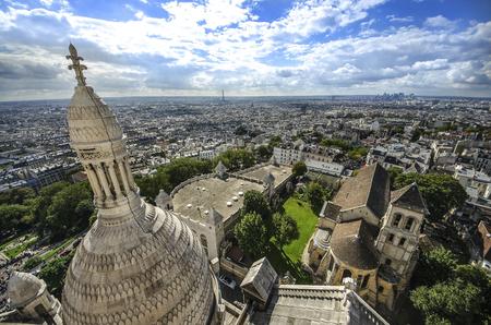 sacre coeur: Vue de Paris du Sacré Coeur à Montmartre, toit de la cathédrale Basilique
