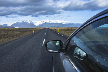 Iceland roads with car. Travel Iceland, rent a car on the Iceland 免版税图像